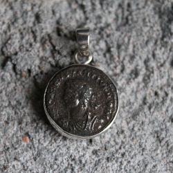 wiorek,przywieszka,srebro,brąz,moneta,rzym - Wisiory - Biżuteria