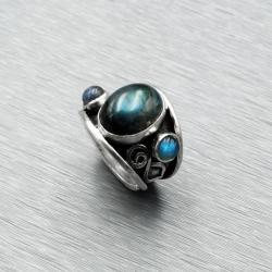 srebrny pierścionek z trzema labradorytami - Pierścionki - Biżuteria