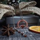 Wisiory biżuteria symboliczna,wisior z lunulą i granatem