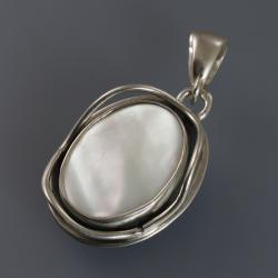 srebrny wisior z masa perłową - Wisiory - Biżuteria